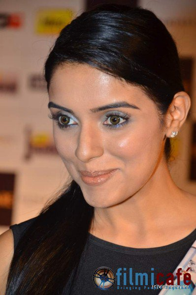 Asin @ Filmfare Nominations Bash 2011