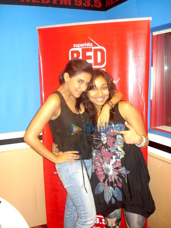 Asin Promoting Ready @ RED FM