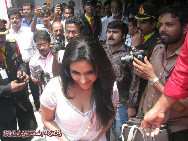 Asin @ Chemmanur Jewellers Inaguration More Pics.