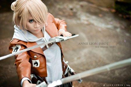 Shingeki no Kyojin : Annie Leonhart (humain et titan)