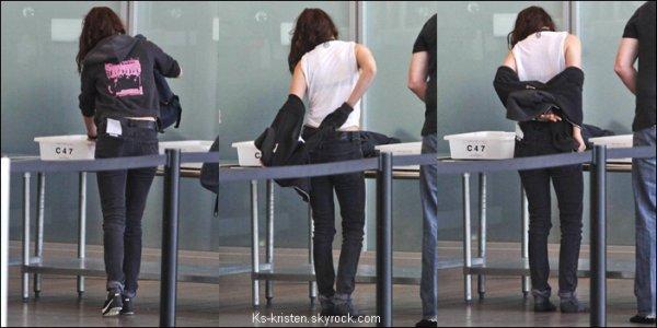 CANDID :29.04.12 : Kris était l'aéroport de LA pour aller a Vancouver ,refaire des reshoots de Breaking Dawn part 2.
