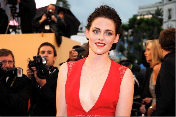APPARITON :  25.05.12 : Kris, montée des marches du festival de Cannes pour le film de Rob (Cosmmopolis)