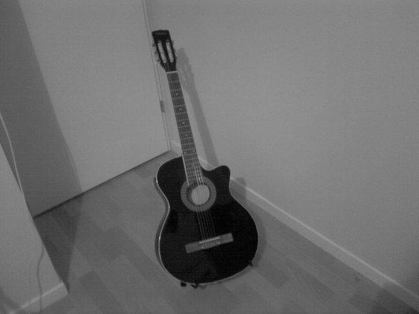 Ma toute première guitare ♥