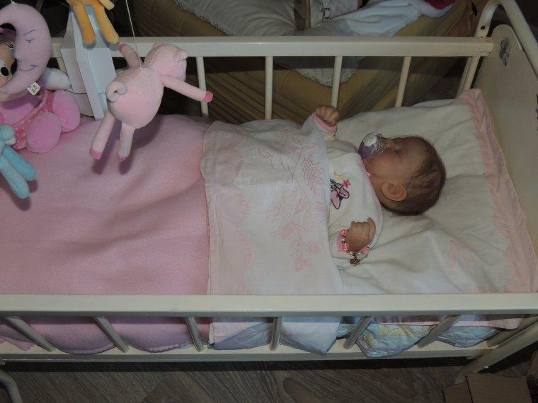 marisol dans son petit lit