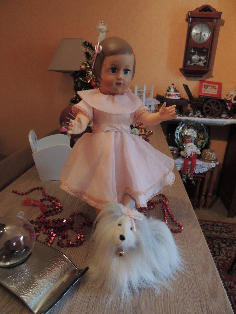Françoise et sa nouvelle robe offerte par sa tata Christine