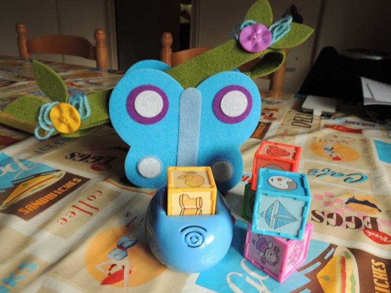 j ai fabrique de mes petites mains le petit sac pour lylou et j ai mis dedans un jeu de cubes musical