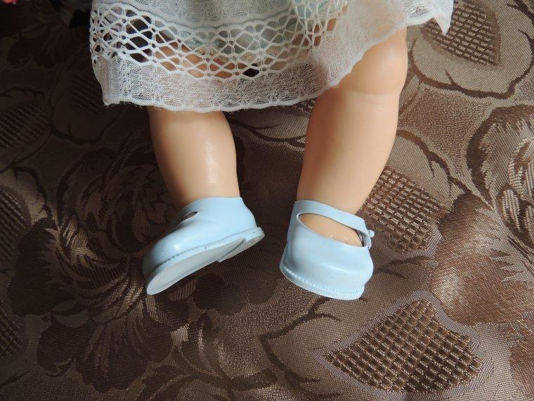 cadeau de mon amie Annie les petites chaussures bleues de caroline ....