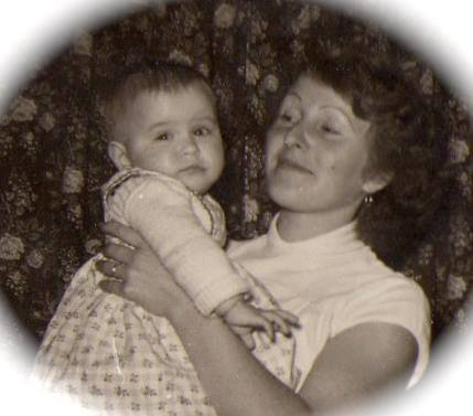 moi à 9 mois avec maman