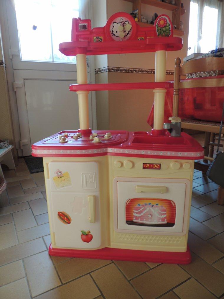 petite cuisine hello kitty trouve au trocanton chez nous 12¤