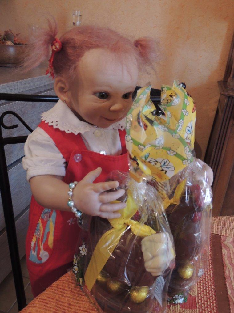les filles et leurs chocolats de pâques