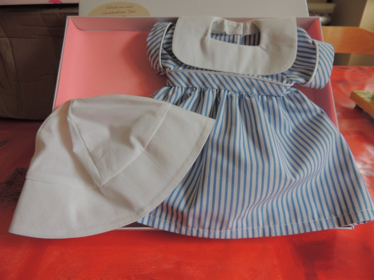 marie françoise est arrivee............ avec sa jolie tenue faite par l atelier arianne