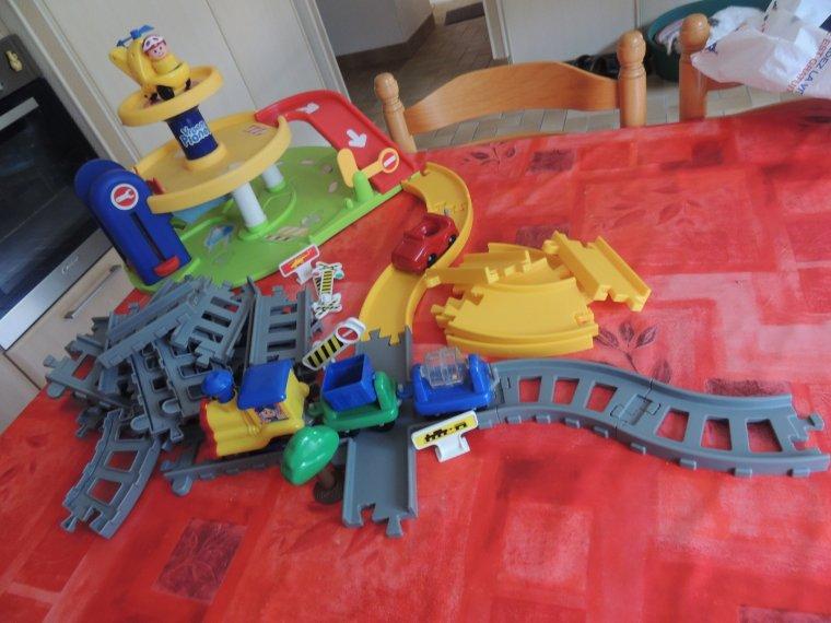 a vendre petit train /route complet....10¤ +frais de port...........