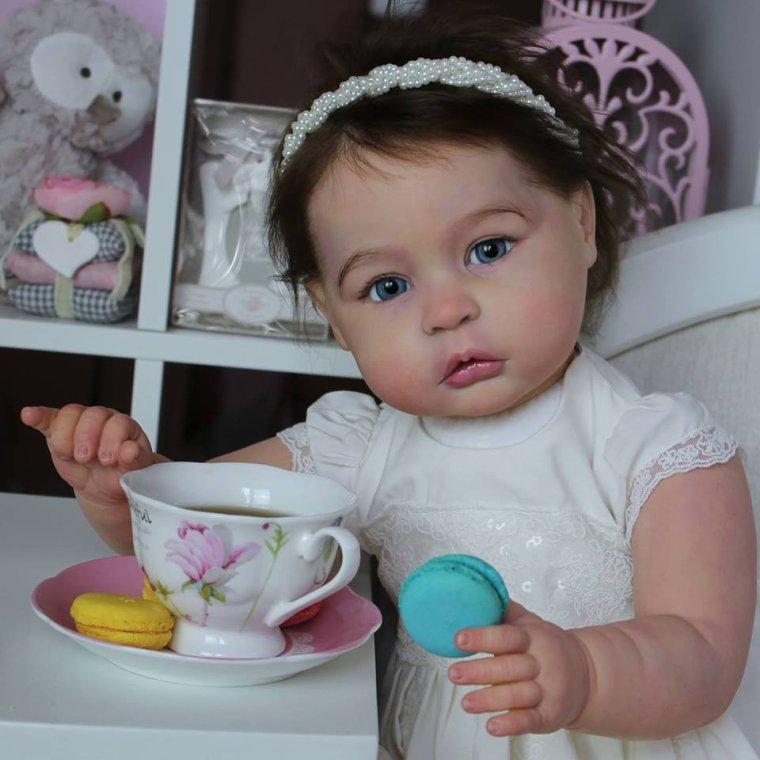 magnifique le kit de la petite princesse charlotte faite par NatalieVetrova