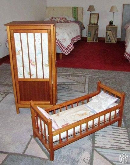 a vendre armoire et lit de poupee