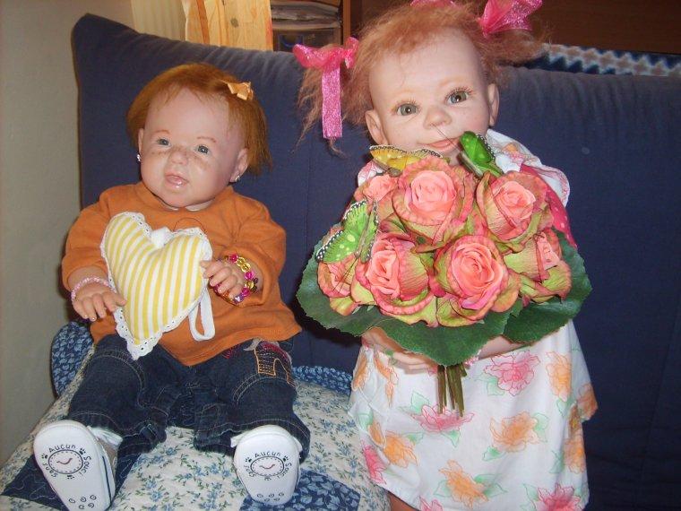 DAYA & FIFI  souhaitent une bonne fête à toutes les mamans des pays voisins