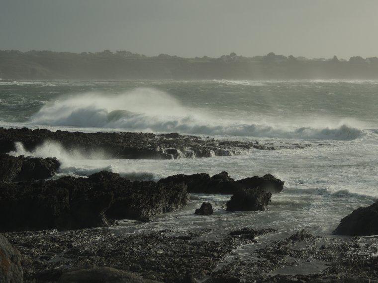 la colere de la mer dans le bas finistere ..ce matin avant de  quitter cet endroit fantasmagorique du jour
