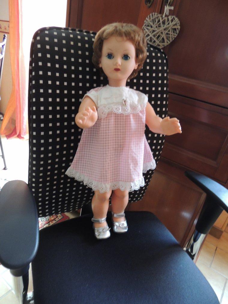 je fais une loterie  une jolie poupée de chez bella 60cm