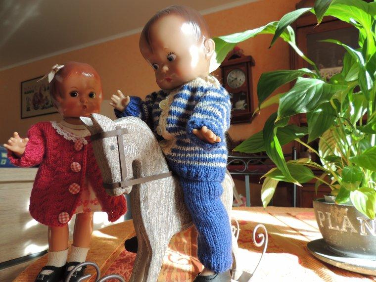 mes effanbee...............les petits ont trouve un joli cheval pour jouer avec.....