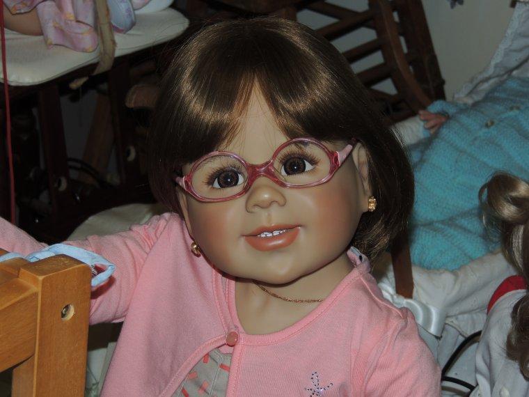 Prune a mis les anciennes lunettes de notre lylou