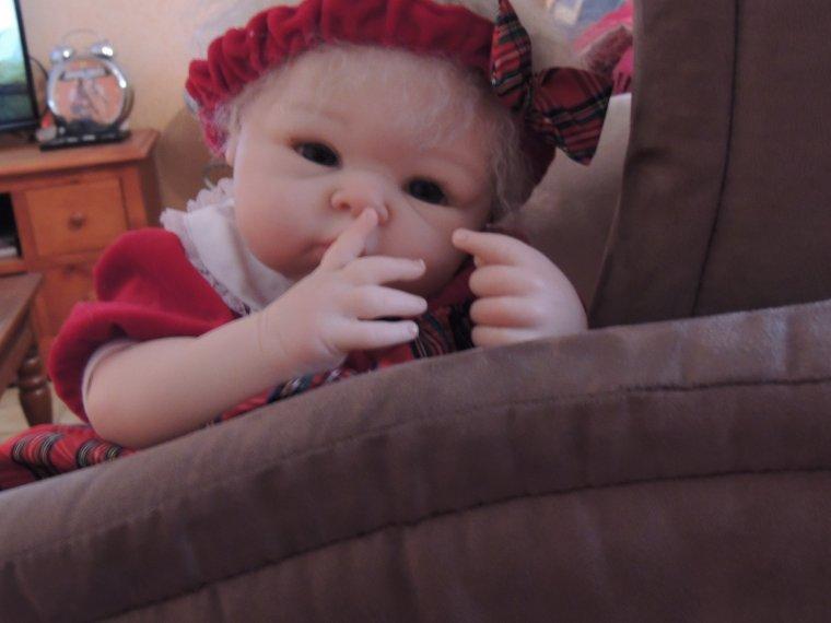 Anna   c est pas poli de mettre son doigt dans le nez