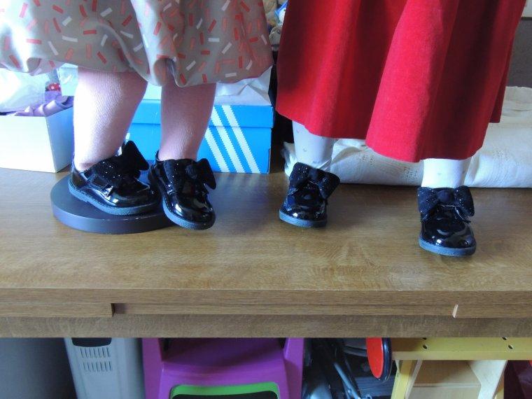 les nouvelles chaussures de GWENN  identiques à celles de PRUNE