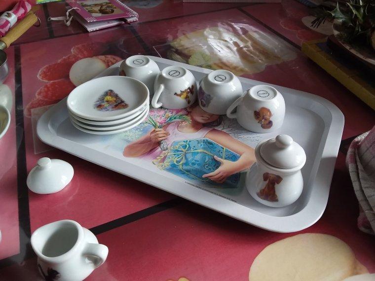 lylou et la dînette de Martine    un bon vrai goûter avec des vraies choses à manger et un bon chocolat chaud