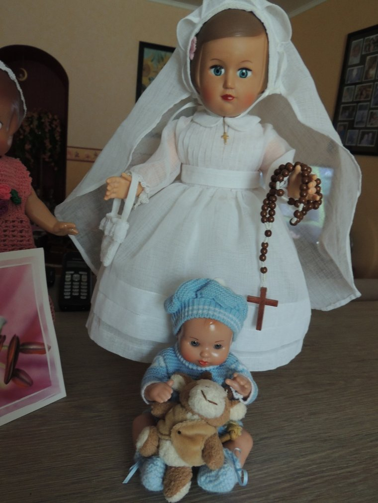 c le mois des communions !! Françoise a donc remis sa jolie robe de communion faite par Mamimar il y a longtemps