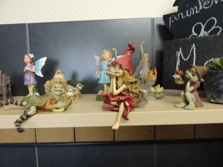 mes fées et petits korrigans ont monopolisés l'étagère