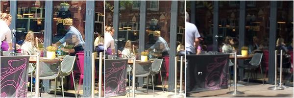 ------11/06/14 Phoebe et Paul ont été aperçus prenant un café à Cardiff!