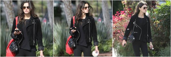 ------ 16/12/2014-Phoebe était dans les rues de LA pour dîner..
