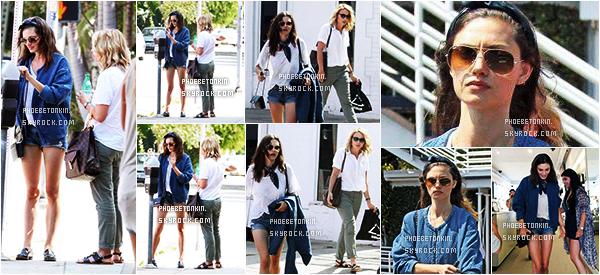 • CANDIDS - Le 06/07/2015, Phoebe était dans les rues d'Hollywood avec Leah Pipes (Originals)