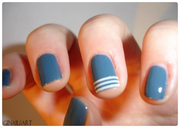 Nail art striping