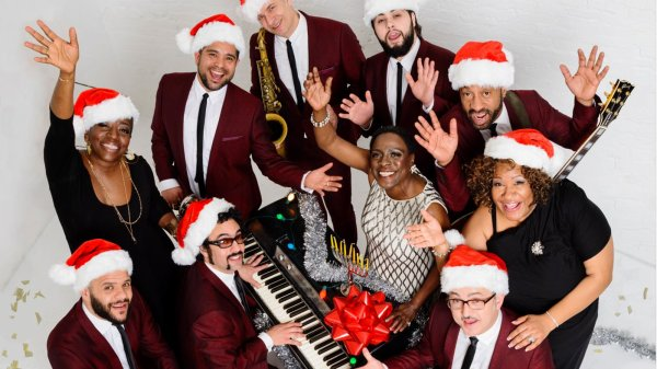 "SHARON JONES & THE DAP-KINGS - ""IT'S A HOLIDAY SOUL PARTY"" (2015)"