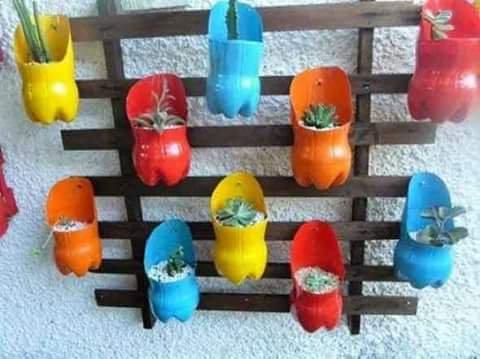 On recycle Jardin balcon avec des bouteilles en plastique