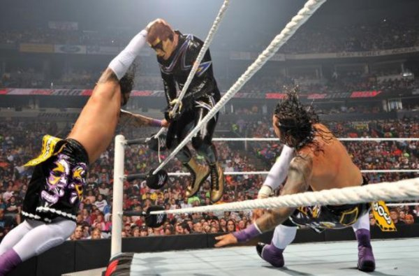 NOC: Gold & Stardust defeats The Usos