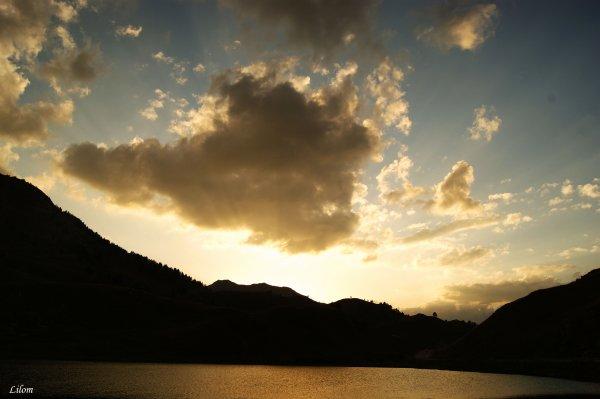""""""" Le soleil couchant est souvent beau, mais le crépuscule est toujours trop proche de lui !"""""""