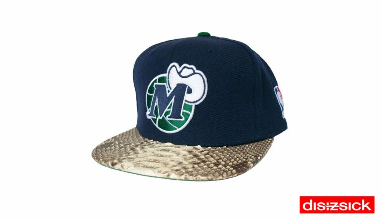 Casquette Snapback Mitchell & Ness Customisee en Reelle Peau de Serpent - Casquette DALLAS MAVERICKS Officielle NBA - EDITION LIMITEE