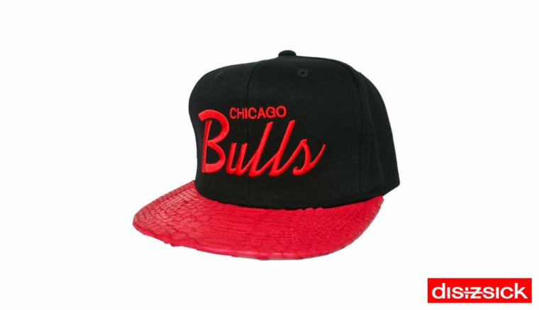 Casquette Snapback Mitchell & Ness Customisee en Reelle Peau de Serpent - Casquette CHICAGO BULLS Officielle NBA - EDITION LIMITEE