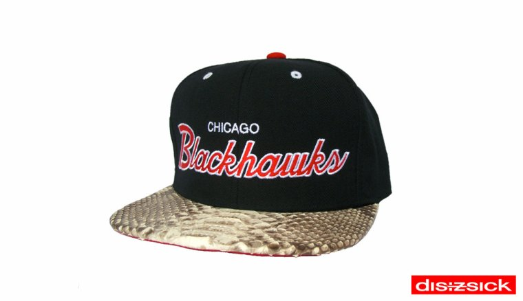 Casquette Snapback Mitchell & Ness Customisee en Reelle Peau de Serpent - Casquette CHICAGO BLACKHAWKS Officielle NHL - EDITION LIMITEE