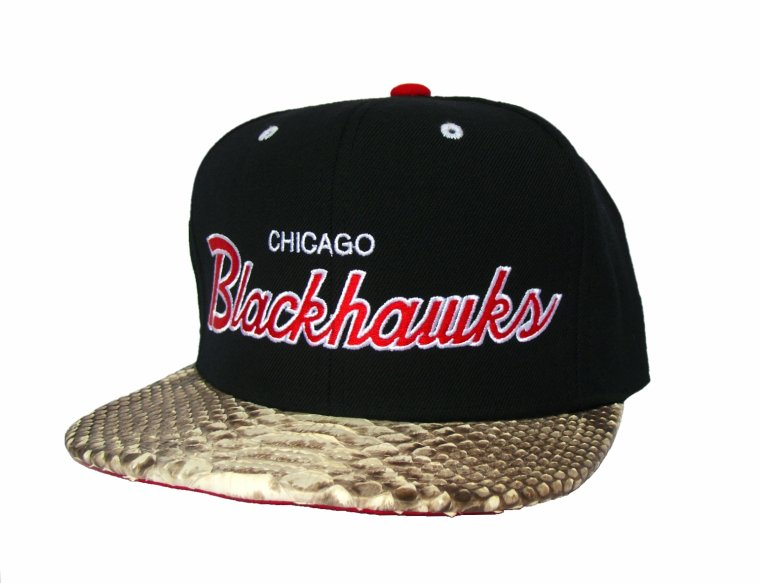 Casquette Snapback Mitchell & Ness Customisee en Reelle Peau de Serpent - Casquette CHICAGO BLACKHAWKS Officielle NHL - EDITION LIMITEE