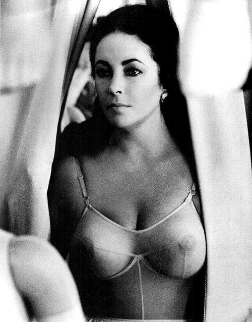 Liz Taylor ....la FEMME FATALE............