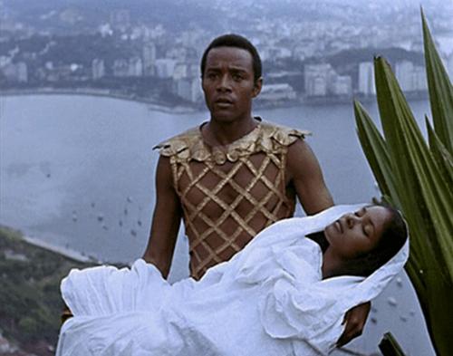 pour le carnaval voici ; Orfeu Negro......j'ai vu se film une seule fois quand j'étais enfant , mais je m'en souvient trés bien car il m'avait bcp plus ......je le conseil au cinéphile ...