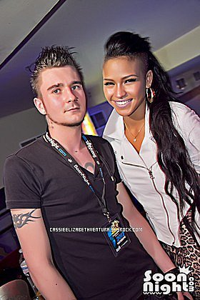 FLASHBACK : 29/04/2012 : Cassie en showcase au network de Lille en France.