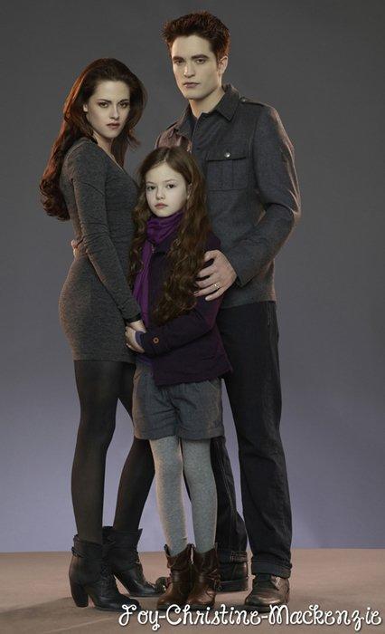 Still's promotionnels de Mackenzie en Renesmée pour « Twilight Saga : Breaking Dawn » (2012).