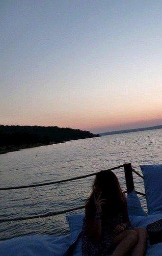 Claire. ®. Photo : Moi sur le ponton du club en Turquie. Listen » Here.