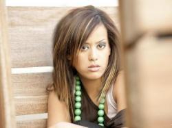 Amel Bent annule son concert à Moulins et sa tournée en France :(