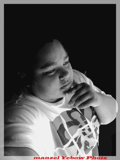 YebOw Picture's photograph' OffiCiel KEM'J