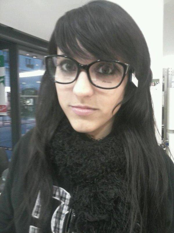 mdr moi chez l'opticien en mode délir avec une paire de lunette