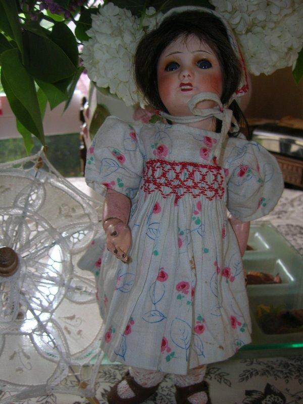 Nine et sa robe à smocks..;