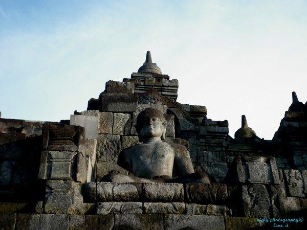 buddha du temple Borobudur.